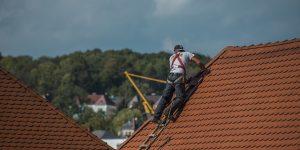 Travaux : comment repérer et réparer une fuite sur le toit?