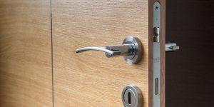 Conseils et astuces pour nettoyer la poignée de porte